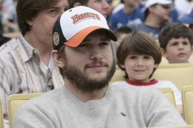 BEARD Ashton Kutcher