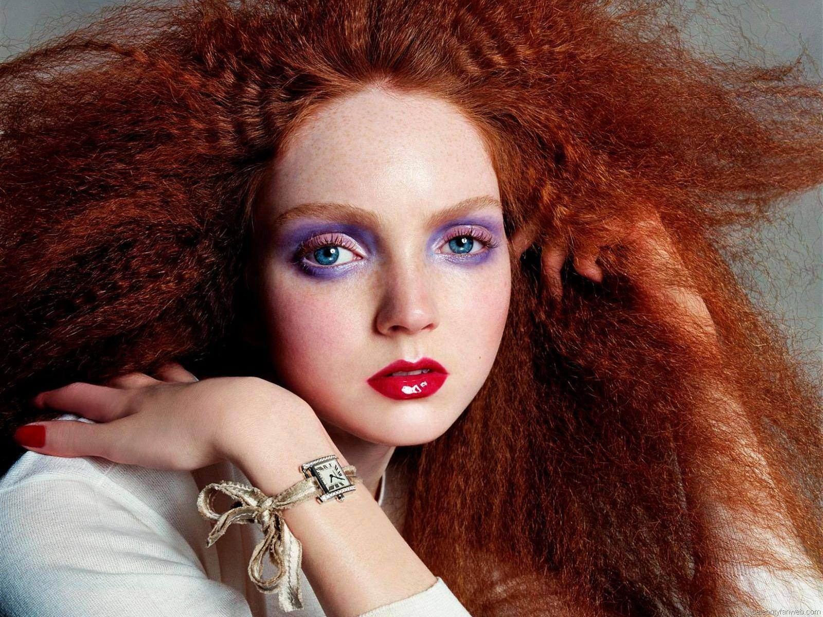 Lily cole interestment interestment for Fuera de lo comun